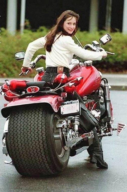 Необычные мотоциклы. Ширококолесный байк, да еще и с закисью